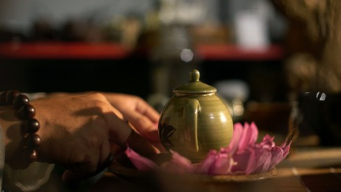 past and present linked in hanoi's tradition of enjoying lotus tea hinh 2