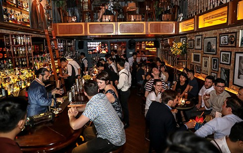 discovering must-go bars and pubs in hanoi hinh 1