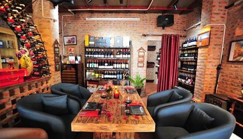 discovering must-go bars and pubs in hanoi hinh 2