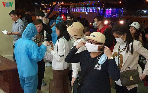 nearly 300 air passengers from japan confirmed covid-19 free in da nang hinh 0