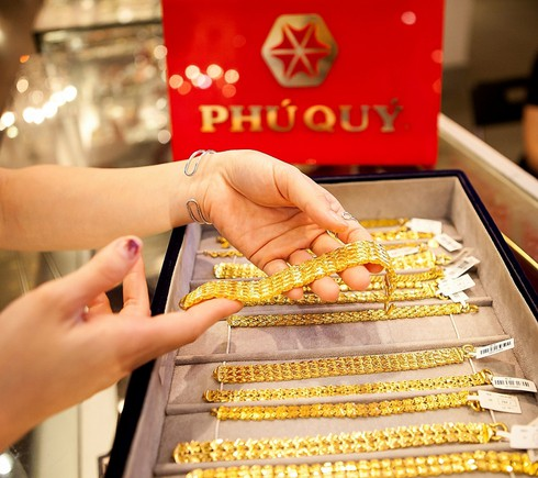 gold prices hit nine-year high after reaching vnd50.4 million per tael hinh 0
