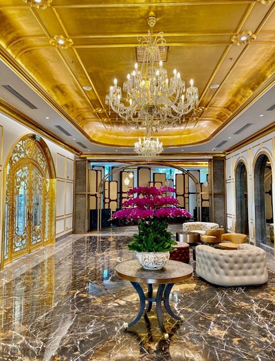 what makes hanoi's first gold-plated hotel special? hinh 3