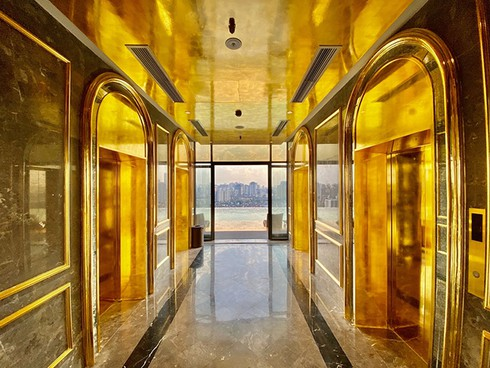 what makes hanoi's first gold-plated hotel special? hinh 4
