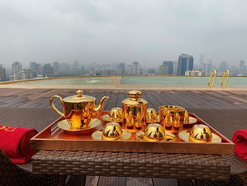 what makes hanoi's first gold-plated hotel special? hinh 5