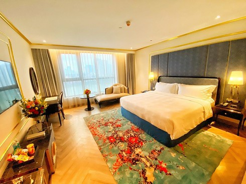what makes hanoi's first gold-plated hotel special? hinh 9
