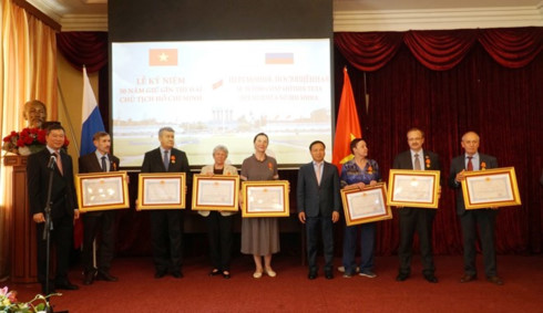 russians honoured for help with uncle ho's remains maintenance hinh 0
