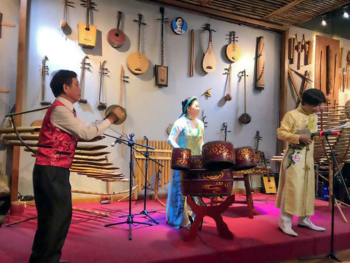 ba pho music house, special space to preserve traditional musical instruments hinh 0