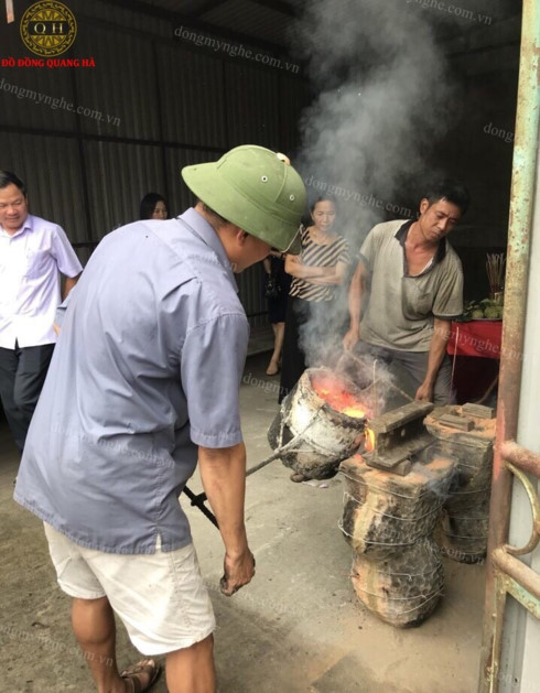 the craft of casting bronze in yen xa commune hinh 0