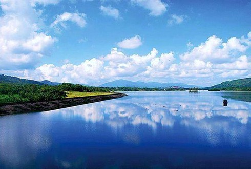 discovering tranquility of viet an lake in quang nam hinh 1
