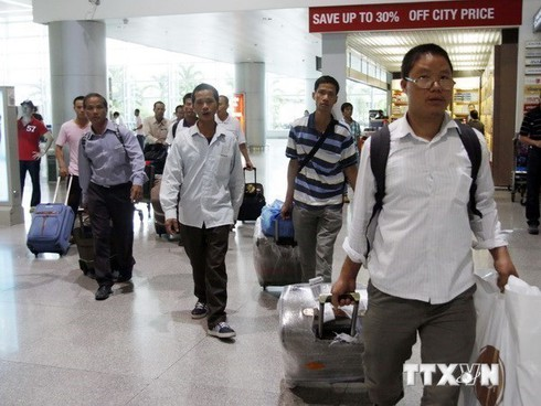 vietnam suspends sending workers to middle east hinh 0