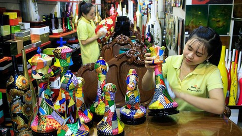 southern village's lacquer art kept alive hinh 0