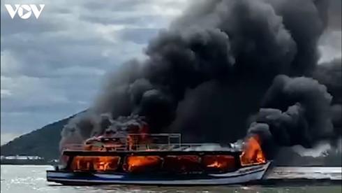 25 survive cruise ship fire off kien giang coast hinh 0