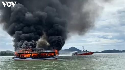 25 survive cruise ship fire off kien giang coast hinh 1