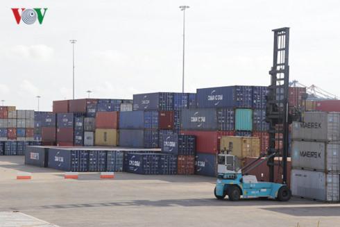 vietnam's trade deficit hits us$1.3 billion hinh 0