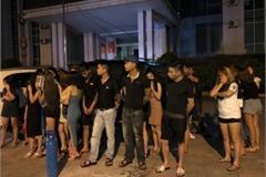 Dân chơi nhiều tỉnh thuê DJ về quán karaoke ở Bắc Giang 'bay lắc'