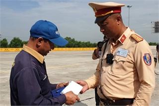 Báo động tình trạng dùng giấy phép lái xe giả gia tăng