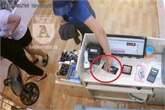 Nữ 'siêu trộm' tinh quái ở Hà Nội nhìn thẳng camera mỗi khi trộm cắp