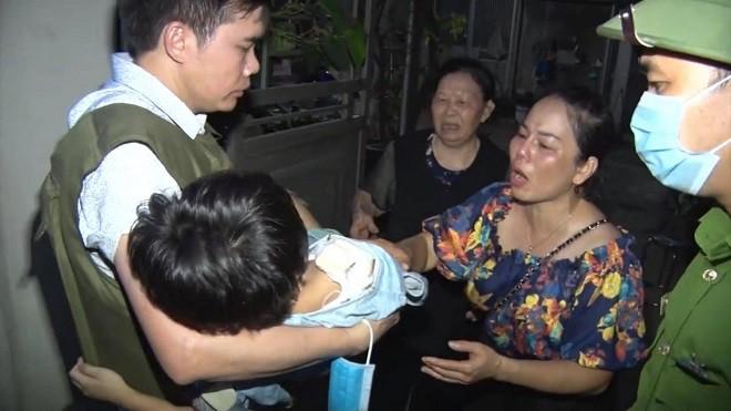 Đã bắt được kẻ bạo hành con gái 6 tuổi dã man đang lẩn trốn ở Hà Nội ảnh 3