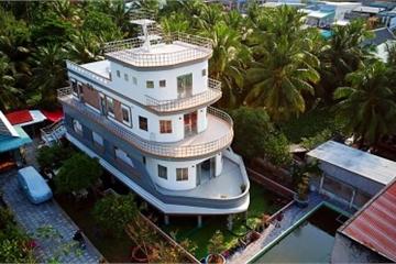 """Độc lạ ngôi nhà du thuyền rộng hàng trăm mét """"nổi""""  trên mặt nước ở miền Tây"""