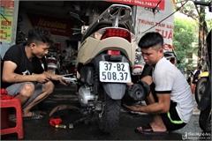 Hàng loạt xe ngập nước, dân Vinh xếp hàng sửa xe