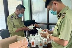 Hà Nội: Phát hiện lô hàng nước sát khuẩn tay có dấu hiệu giả mạo