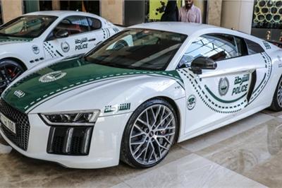 Cảnh sát Dubai khoe siêu xe ở triển lãm Dubai Motor Show