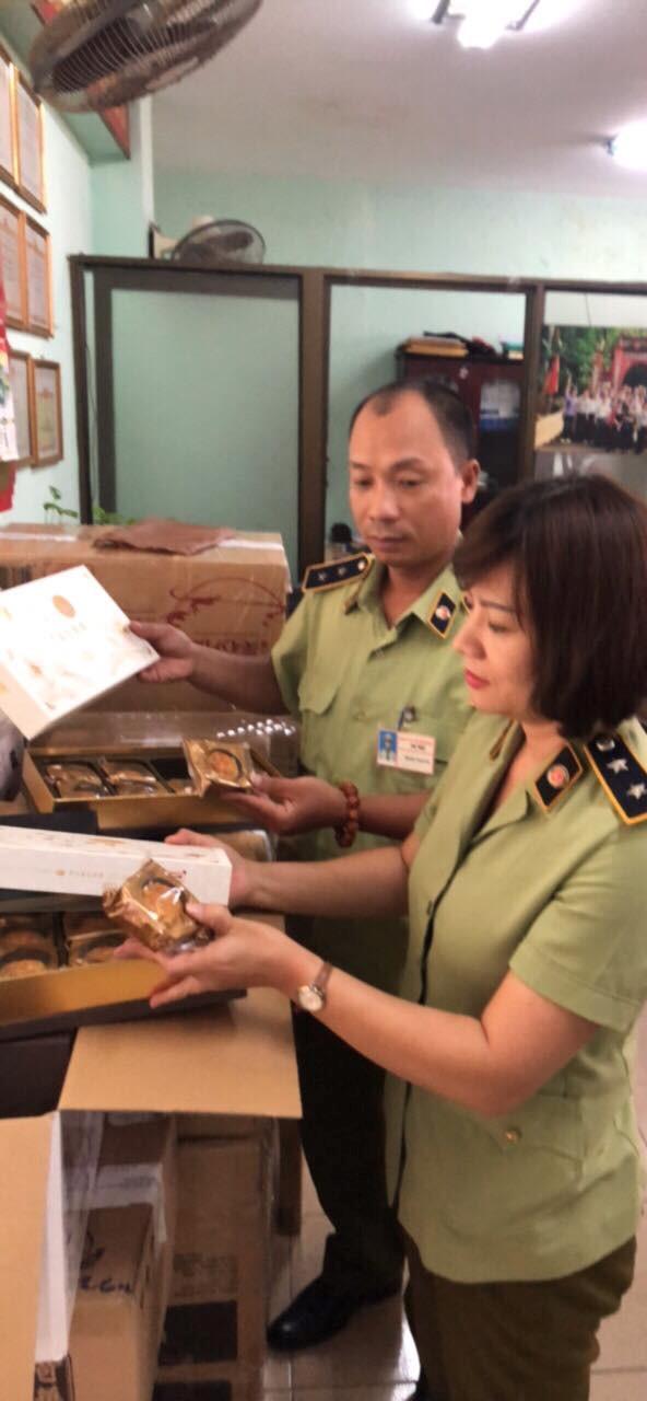 Hà Nội: Tạm giữ hơn 1 nghìn chiếc bánh Trung thu nhập lậu vào Việt Nam - ảnh 2