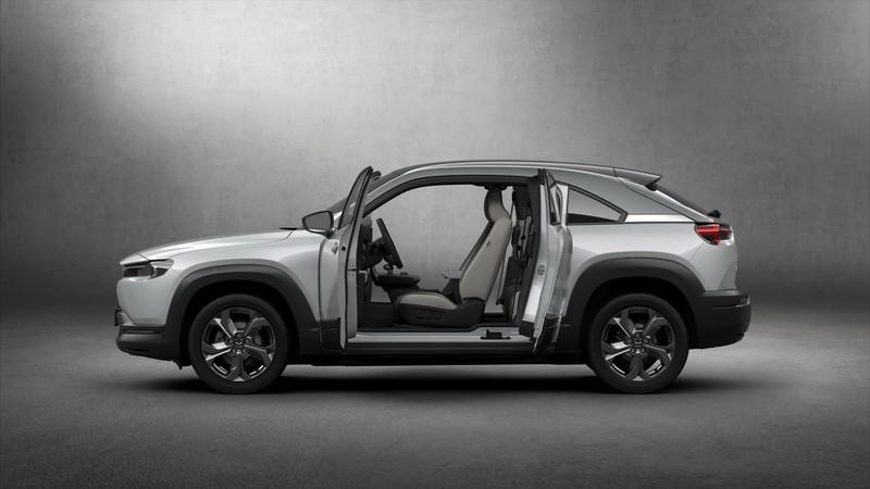 Mazda MX-30 2021 thế hệ điện đầu tiên có giá từ 915 triệu đồng - ảnh 2