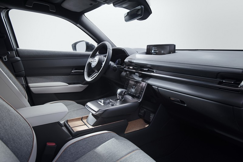 Mazda MX-30 2021 thế hệ điện đầu tiên có giá từ 915 triệu đồng - ảnh 5
