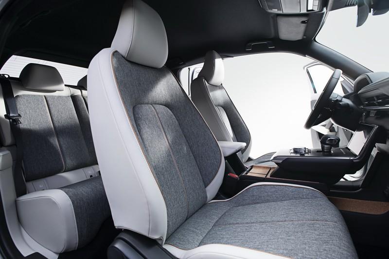Mazda MX-30 2021 thế hệ điện đầu tiên có giá từ 915 triệu đồng - ảnh 6