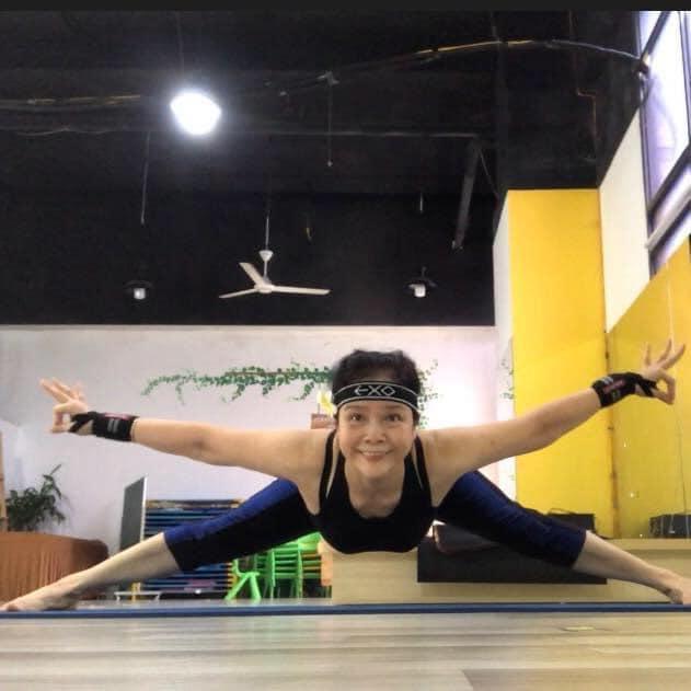 Những tư thế yoga mà trước đây cô mơ ước, nay đều thực hiện được dễ dàng. Càng ngày cô càng yêu thích bộ môn này