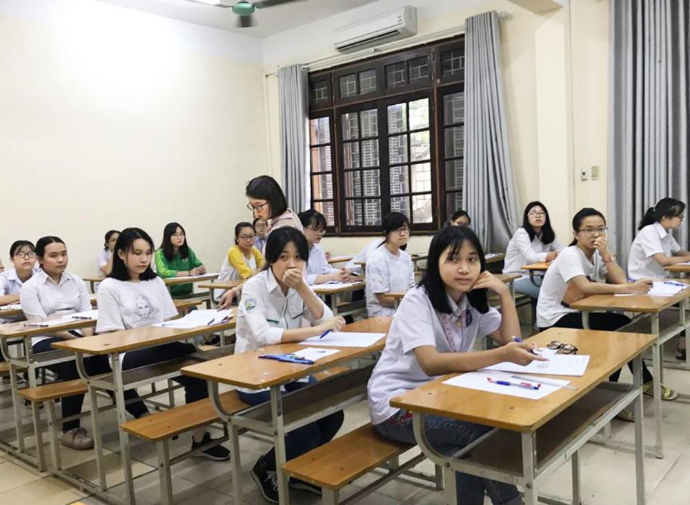 Học sinh Hà Nội trong kỳ thi tuyển lớp Mười