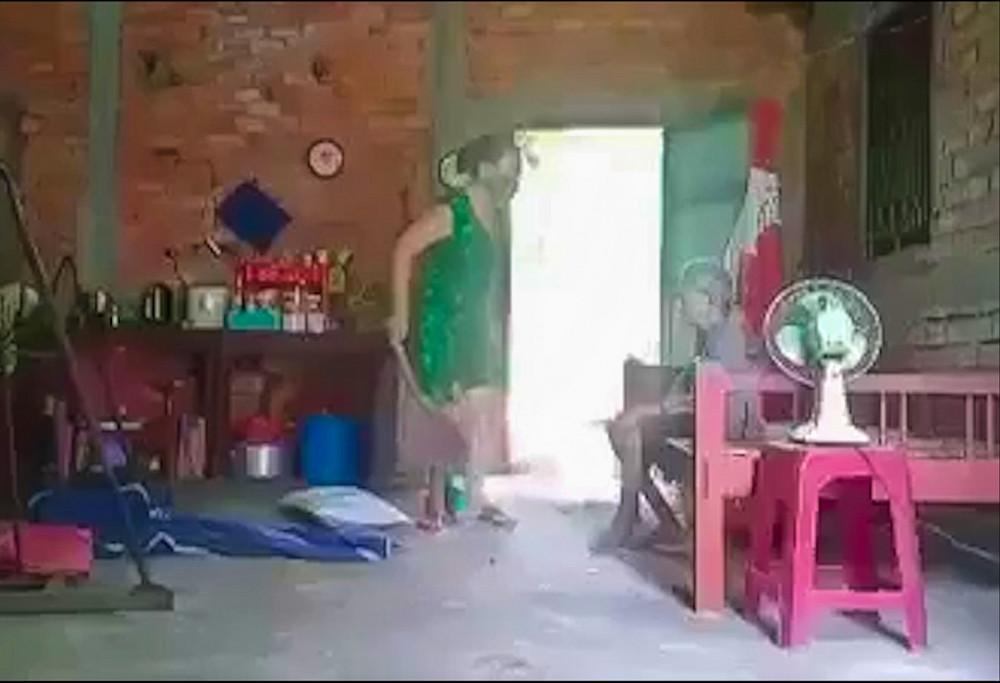 Chuyện con gái bạo hành mẹ dã man ở huyện Cần Đước, Long An khiến dư luận phẫn nộ