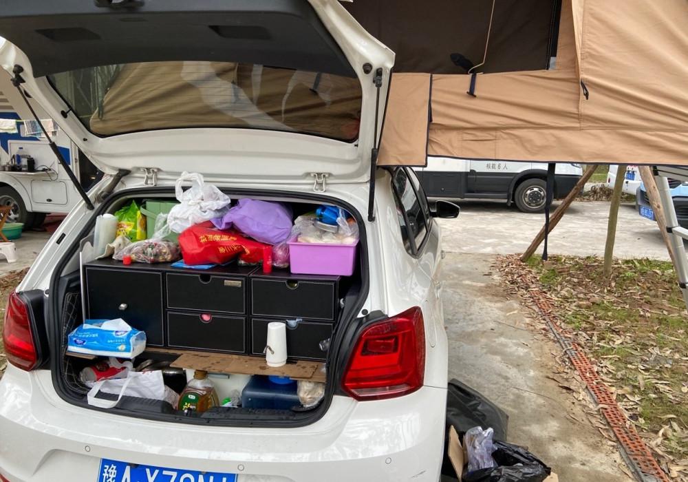 Tô Mẫn chuẩn bị hành lý cho chuyến du lịch tự túc một mình. Ảnh từ Facebook