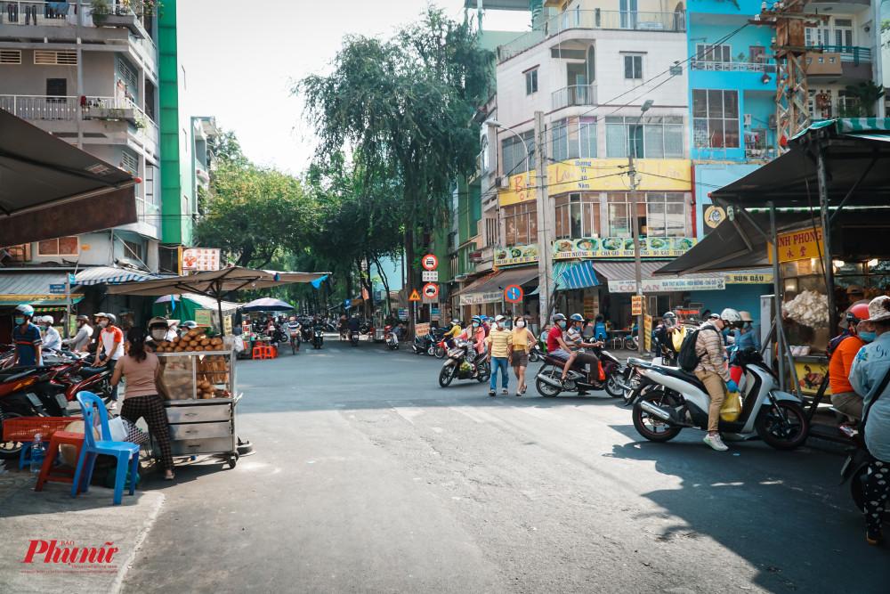 khung cảnh vắng lặng khác thường tại khu vực từng là nơi đông đúc bật nhất quận 5 mỗi dịp mua đồ cúng bái