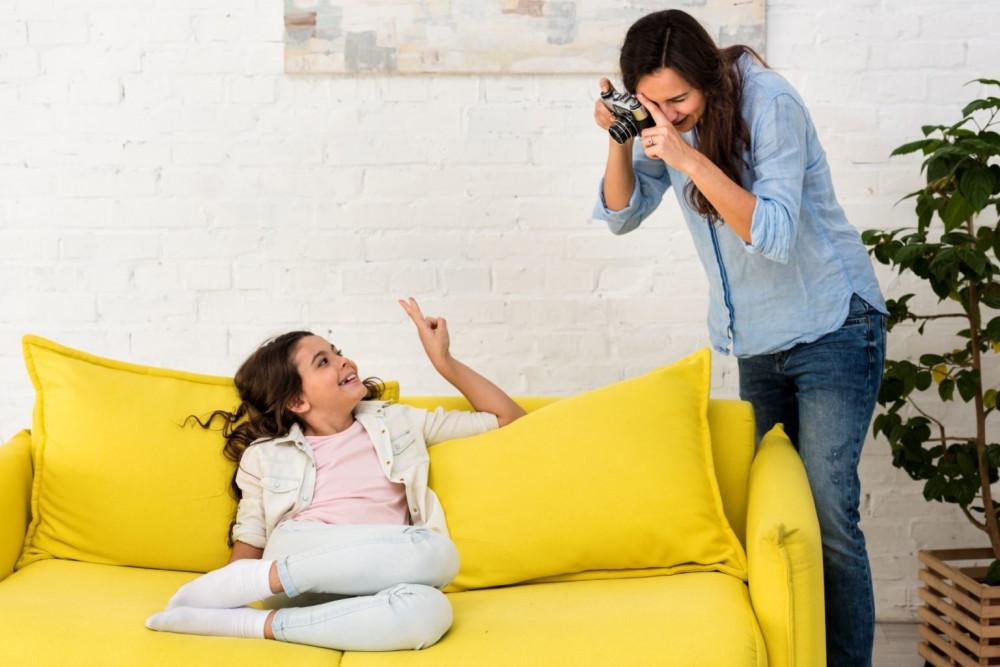 khi trẻ được 5 tuổi, trung bình một phụ huynh đã đăng 1.500 bức hình của con họ lên mạng xã hội