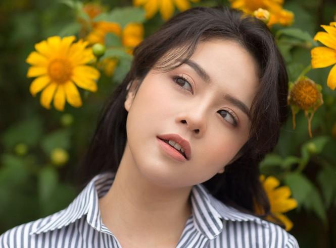Thái Trinh gây xôn xao dư luận khi chia sẻ việc bị một người quay phim dùng lời lẽ khiếm nhã để