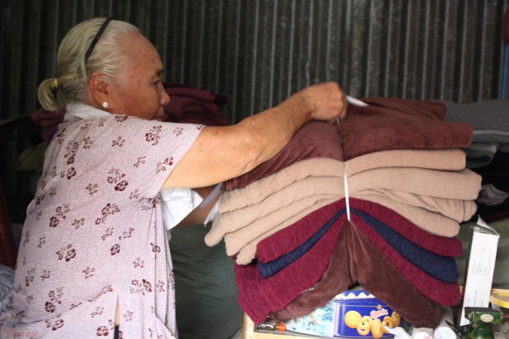 Những chiếc chăn ấm được gửi đến người cần