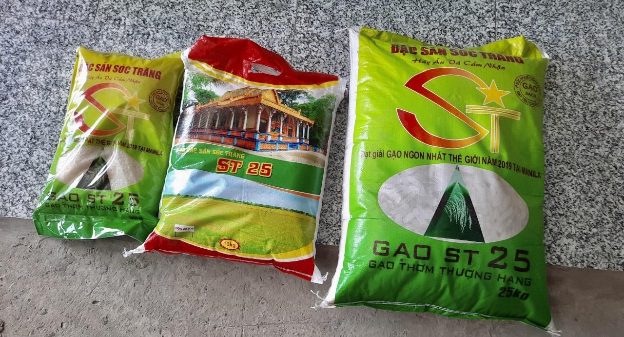 Hàng trăm bao gạo gắn nhãn ST25 khộng ghi cơ sở, không hạn sử dụng...