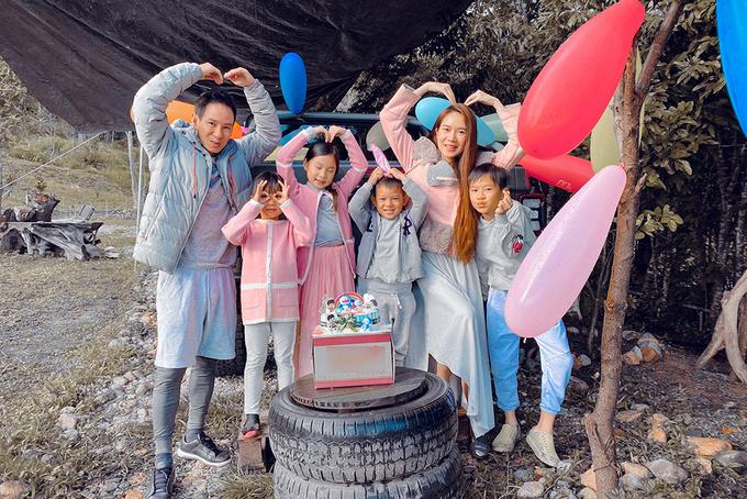 Cả gia đình tổ chức sinh nhật cho bé Mio