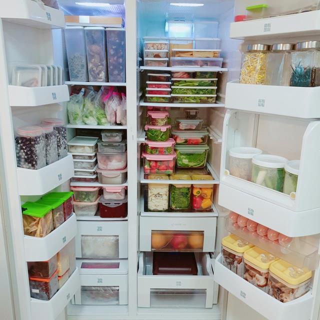 Những chiếc tủ lạnh đầy thức ăn gây tranh cãi ngay từ từ đầu mùa dịch - Ảnh minh họa