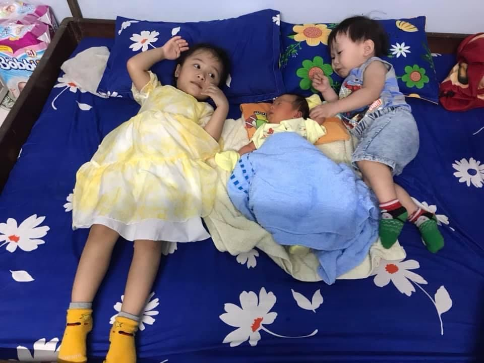 Ở nhà giãn cách xã hội nhưng chị Thoa luôn cảm thấy tràn trề năng lượng bên những đứa cháu cưng - Ảnh nhân vật cung cấp