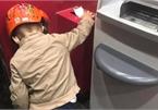"""Hành động nhặt rác ở máy ATM của cậu bé 4 tuổi """"đốn tim"""" cộng đồng mạng"""