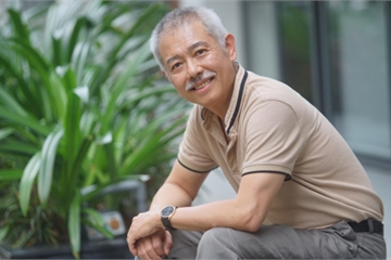 """Câu chuyện cậu sinh viên lượm ve chai của """"giáo sư quần đùi"""" Trương Nguyện Thành gây sốt mạng xã hội"""