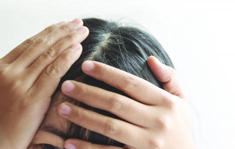 Tự nhuộm tóc bạc coi chừng rước họa