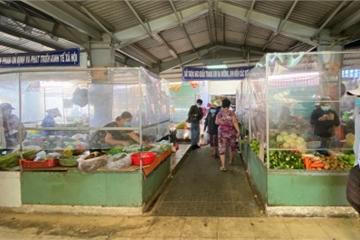 """Chợ truyền thống TP.HCM hoạt động lại: Hàng hóa dồi dào, giá cả khá """"mềm"""""""