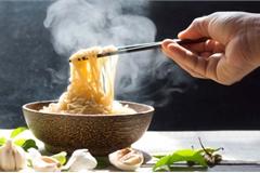 """Mì ăn liền: Ăn thế nào để không """"lợi bất cập hại""""?"""