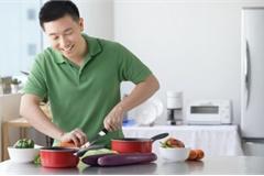 Biết nấu ăn có lợi thế… tìm vợ