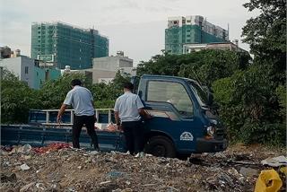 Kiểm điểm ba nhân viên trật tự đô thị vì... đổ rác sai