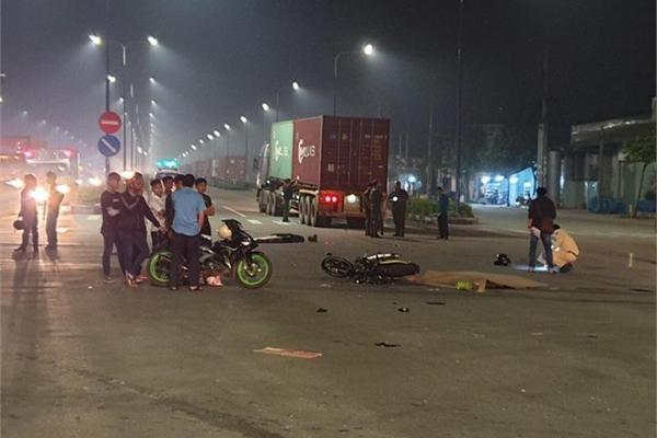 Vợ chồng trẻ chết thảm dưới bánh xe container ở Bình Dương